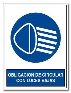 OBLIGACION DE CIRCULAR CON LUCES BAJAS
